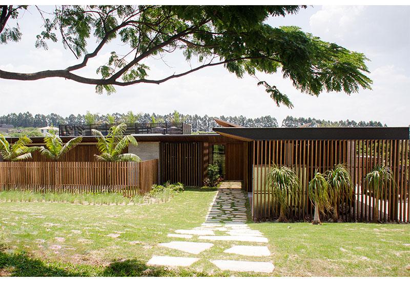 construcao-casa-moradia-luxo-fasano-fazenda-boa-vista-fachada-ripada-madeira-laf-construction