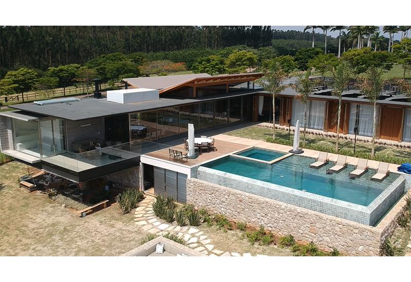 construcao_moradia_alto_luxo_fazenda_boa_vista_telhado_borboleta_Laf_Constructon