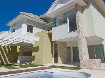 Fachada da moradia em pedra são tomé do loteamento residencial Green Coast