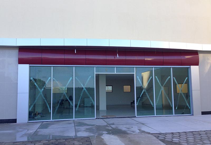 remodelacao-loja-comercial-fachada-acm-caixilharia-aluminia-laf-construction-imagem-destaque